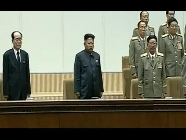 Kim Jong-un đi khập khiễng, gây nhiều suy đoán