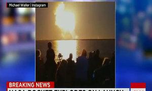 Đám đông giật mình khi tên lửa NASA nổ tung