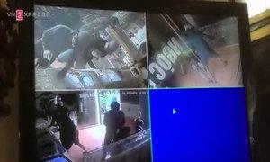 Toàn cảnh vụ cướp tiệm vàng bị camera ghi lại