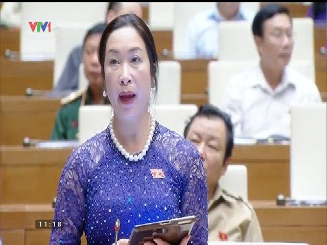 Đại biểu Nguyễn Thị Huệ áp dụng CNTT vào trong nông nghiệp