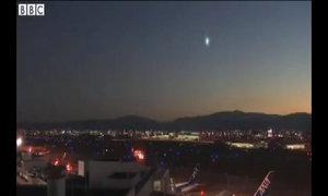 Cầu lửa bí ẩn trên bầu trời Nhật Bản
