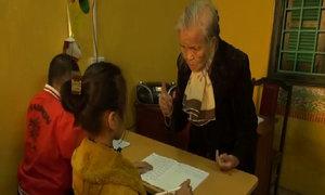 Lớp học trẻ khuyết tật của bà giáo già
