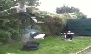 Bay vọt lên vì trò nổ túi khí