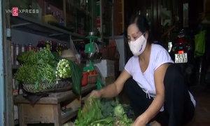 Người dân thủ đô sống chung với mùi thuốc sâu từ ruộng hoa