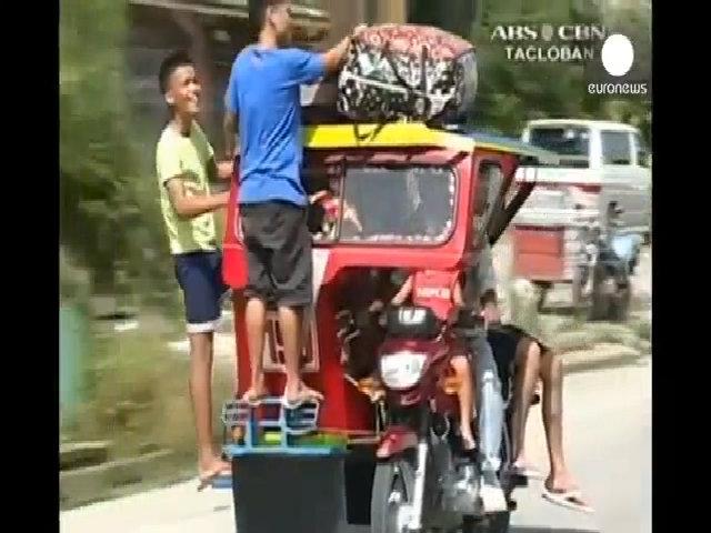 Người Philippines sơ tán, tích đồ chuẩn bị cho bão Hagupit