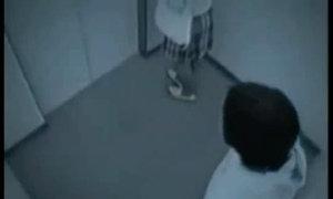 Thiếu nữ mặc váy quật ngã tên giật túi