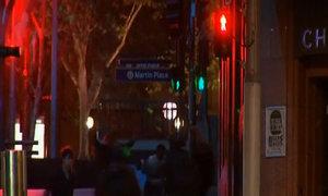 Súng nổ, cảnh sát đột kích giải cứu con tin Sydney