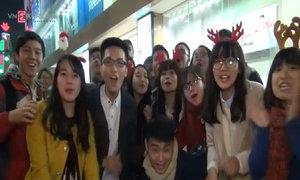 Người Hà Nội đổ ra đường đón Giáng sinh