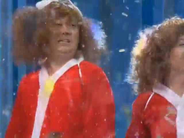 Chí Tài nhảy tưng bừng chào mừng Giáng sinh