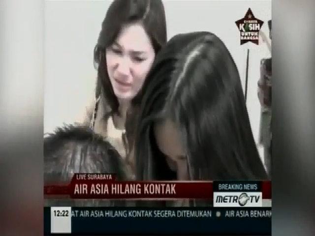 Thân nhân hành khách mất tích chờ tin ở Indonesia
