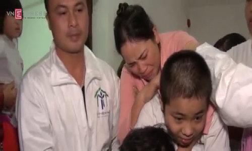 Ước mơ cõng mẹ của cậu bé ung thư và bại liệt 13 tuổi