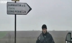 Cảnh sát bao vây kẻ bắt giữ con tin tại đông bắc Pháp