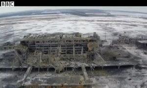 Sân bay Donetsk tan hoang sau pháo kích nhìn từ trên cao