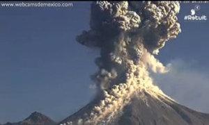 Núi lửa phun cột tro bụi cao 9 km