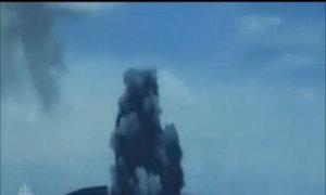 Núi lửa phun trào tạo đảo mới