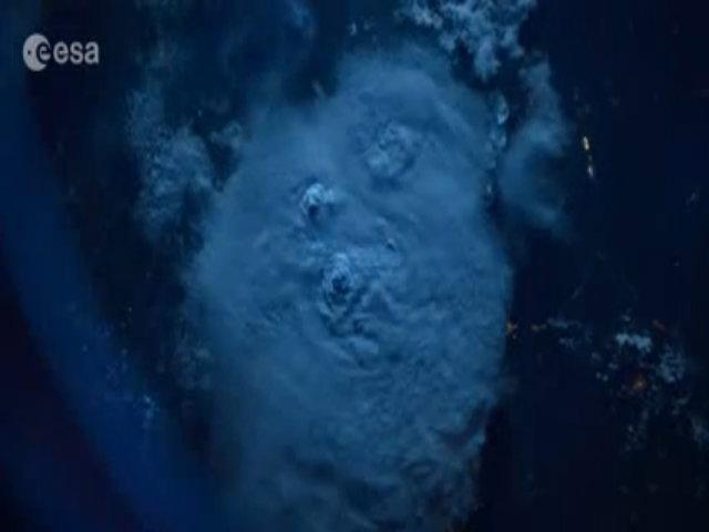 Tia sét nhìn từ không gian