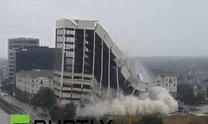Tòa nhà 15 tầng đổ sập trong tích tắc