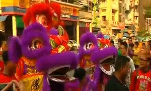 Múa rồng đón năm mới ở Myanmar