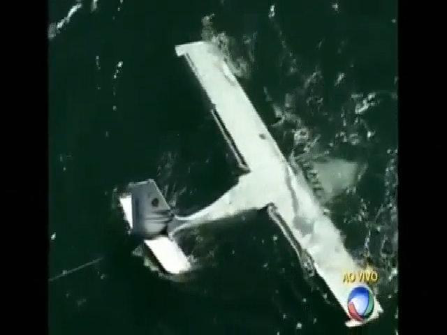 Máy bay hạ cánh khẩn cấp trên biển vì hỏng động cơ