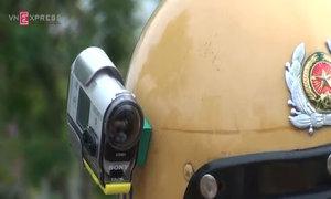 TP HCM lắp camera trên mũ CSGT, ứng phó người vi phạm