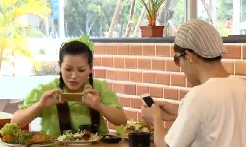 Trấn Thành mất bữa ăn vì mãi chụp hình tự sướng