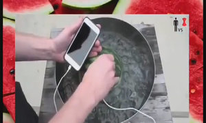 Sạc điện thoại bằng dưa hấu