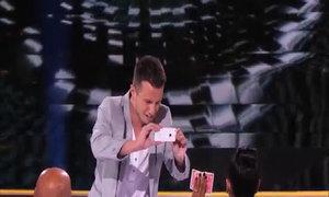 Lấy trộm iPhone của giám khảo Got Talent Mỹ