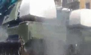 Xe chở tên lửa Nga bốc cháy trong lễ duyệt binh