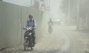 Bụi mịt mù trên đường song hành cửa ngõ phía Đông Sài Gòn