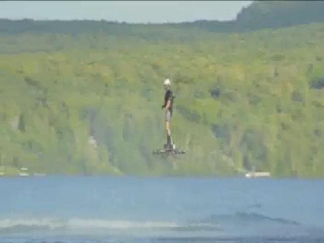 Ván trượt bay trên mặt nước
