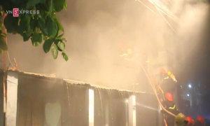 Gần trăm lính cứu hỏa chữa cháy xưởng lốp ôtô