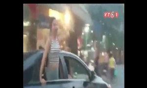 Truy tìm nhóm cô gái gào thét trên ôtô quanh hồ Hoàn Kiếm