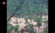 Dân bản ngập sâu 20 m gom tài sản sót lại