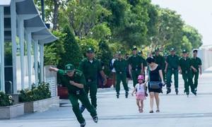 Trượt patin tuần tra phố đi bộ Nguyễn Huệ