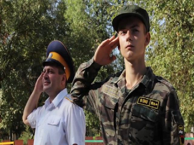 Trẻ em Nga tham gia huấn luyện quân sự