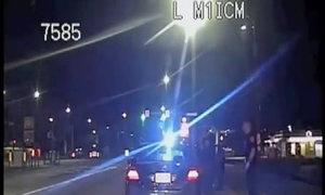 Cảnh sát đỡ đẻ cho người vi phạm giao thông