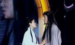 Chí Tài 'đứng hình' vì Dương Quá hát nhép và Cô Long nhai kẹo cao su