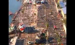 Một loạt tàu bị cuốn lên bờ sau động đất, sóng thần Chile