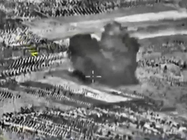 Su-25 của Nga oanh tạc nhà máy sản xuất bom của IS