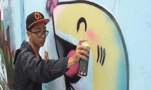 Chàng sinh viên đam mê vẽ tranh đường phố