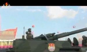 Xe tăng Triều Tiên diễu hành trong lễ duyệt binh