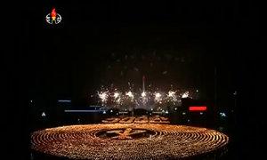 Hàng nghìn người Triều Tiên tạo thành biển đuốc khổng lồ
