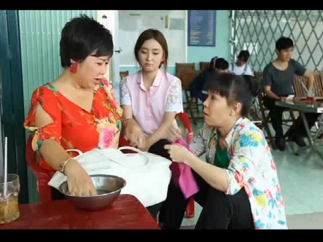 Nữ khách hàng sững sốt trước kiến thức y học của Việt Hương