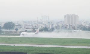 Vì sao sân bay Tân Sơn Nhất bị ngập, uy hiếp an toàn