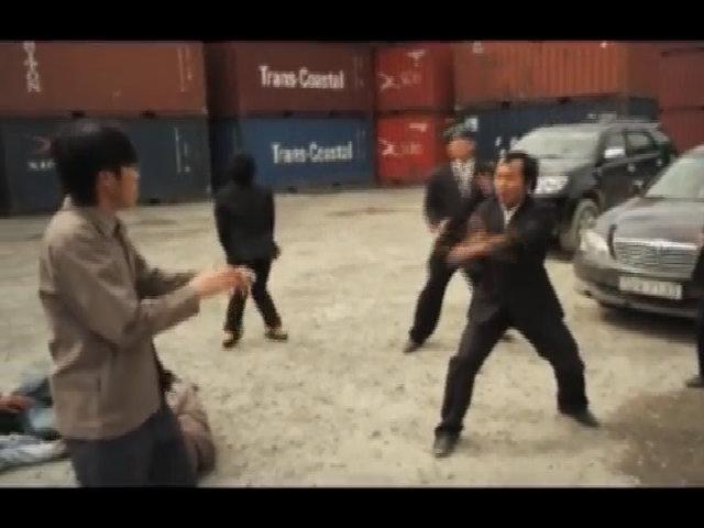 Hoài Linh và Nhật Cường 'sợ' khi thấy 'Long đẹp trai' múa côn nhị khúc