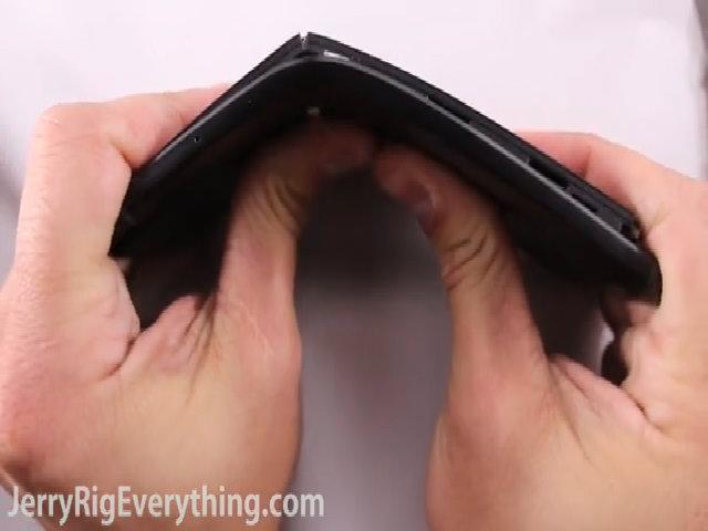 Google Nexus 6P dễ xước, dễ bị bẻ cong