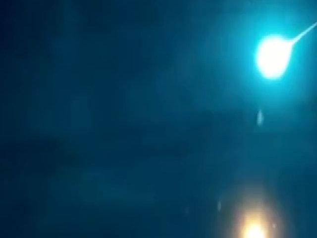 Cầu lửa khổng lồ sinh ba trên bầu trời Nga