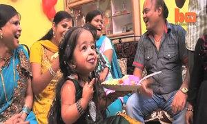 Thiếu nữ nhỏ nhất thế giới