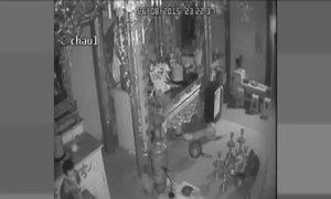 Trộm vét sạch 2 thùng tiền công đức trong chùa