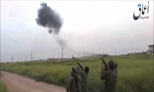 Phiến quân nã súng vào phi công Nga nhảy dù